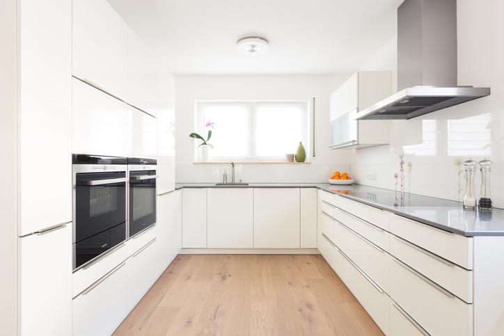 Cr dence de cuisine en verre sur mesure for Plan de travail verre noir